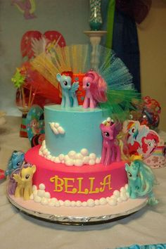 My Little Pony Birthday Party Food Idea- Under the 'My Little Pony Party Food & Drinks' section, find lots of food tag ideas. Flitterheart's Heart Shaped Sandwiches, Pinkie Pie's Pink Lemonade, etc. My Little Pony Party, Cumple My Little Pony, My Lil Pony, Rainbow Dash Party, Party Fiesta, 6th Birthday Parties, Birthday Ideas, Birthday Cake, Birthday Outfits