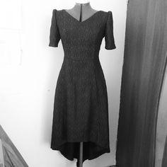 """Подготовка к выпускным. Черное платье - это вечная #классика.  Жакард прекрасен. Мы выбрали #фасон идеально подчеркивающий достоинства #фигуры. А фактура ткани делает платье """"вкусным"""". Удачного всем понедельника!  #утро #настроение #шьемназаказ #красота #женственность"""