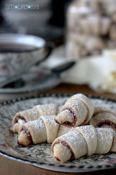 ambrosia: Chocolate-Raspberry Rugelach  SAT 6299  n.神仙食品,美味  ambrosia  see also:http://rawlangs.com/2013/07/03/jerusalem-city-of-gold-and-of-yiddish/  compare: 6 佳肴 fine food/ delicacies/ delicious food jia1 yao2