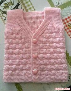 Free Knitting Pattern Baby Cardigan with Cables Baby Shower Winter, Boho Baby Shower, Baby Winter, Baby Cardigan Knitting Pattern, Baby Knitting Patterns, Knitting Designs, Baby Shower Outfit For Guest, Baby Girl Vest, Baby Boys
