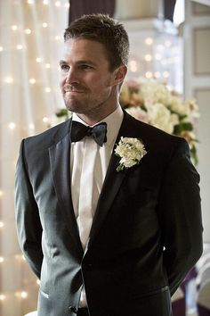 Oliver Queen 3x17 in tux and wedding
