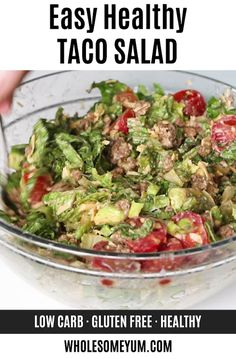 Easy Healthy Taco Salad Recipe With Ground Beef - How to make taco salad in just 20 minutes! This easy taco salad recipe is EASY, with common ingredients. And, the whole family will love healthy taco salad with ground beef. with ground beef Easy Taco Salad Recipe, Taco Salad Recipes, Healthy Salad Recipes, Low Carb Recipes, Vegetarian Recipes, Paleo Food, Healthy Meals, Low Carb Taco Salad, Dinner Healthy