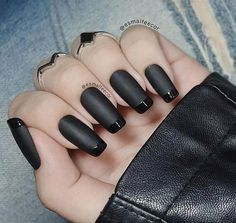 50 super french tip nails to add another dimension i .- 50 super french tip nails to add another dimension to your manicure - Black Manicure, Black Acrylic Nails, Matte Black Nails, Black Nail Tips, Black Nail Art, Manicure Tips, Black Nail Designs, Acrylic Nail Designs, Nail Art Designs