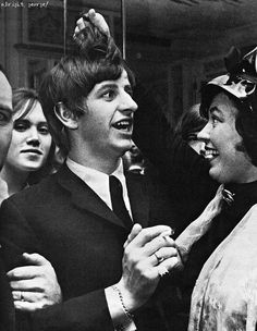Richard Starkey (and fans).not unusual for a fan to snatch some hair Richard Starkey, Just Good Friends, Sir Paul, Beatles Songs, The Fab Four, Celebrity Travel, Gretsch, Ringo Starr, George Harrison