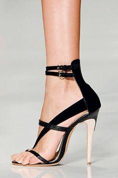 Sandale pe glezna