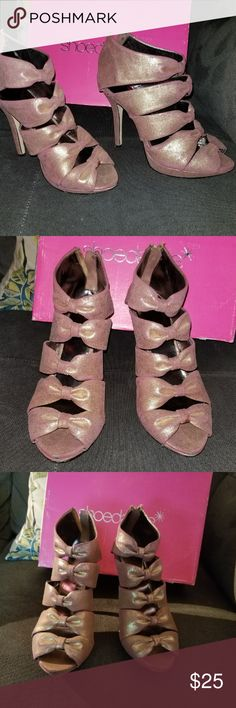 Shoedazzle Reverie Glitter Sandals Shoedazzle Reverie Gold Glitter Sandals.  Mauve/pink suede with gold glitter. very compfy.  Glitter is a bit worn off in some areas, but can be touched up.  size 8.5 but could fit a size 9 snugly. (I'm an 8.5).  Have original box. Shoe Dazzle Shoes Heels