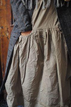 Mlle Loulika : mon manteau pour les grands froids, mon col en laine gris et ma robe en coton