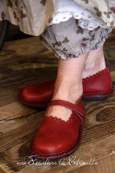 Mary Jane shoes in red with a scalloped edge. So classy!