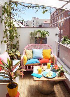 #antesydespués balcón con sillón de ratán