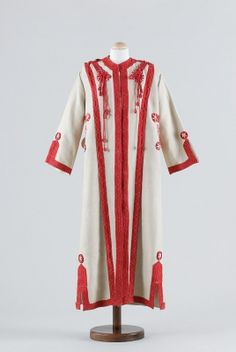 Bathrobe (image 1) | Hungary | 1930 | medium unknown | Museum of Applied Arts, Budapest | Accession #: 74.365.1