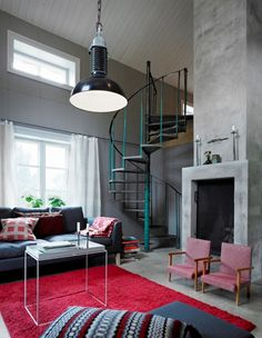 I like the industrial style staircase. I'd love to incorporate this into a future design somehow...maybe leading down into my garage?