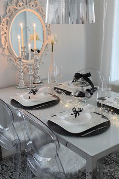 Christmas tablesetting. Black and white Christmas
