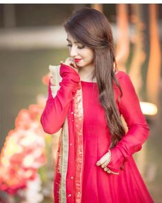 Look Book Fashion. Top Tips To Help You Be More Stylish. Many people would like to be more fashionable, but they are unaware of how to do so. Wedding Dresses For Girls, Bridal Dresses, Girls Dresses, Stylish Girls Photos, Stylish Girl Pic, Pakistani Dress Design, Pakistani Outfits, Pakistani Couture, Stylish Dresses