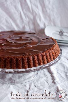Torta al cioccolato con ganache di cioccolato al latte