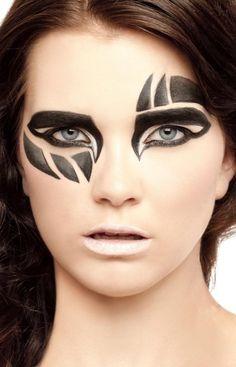 Tegengestelde van symetrisch dus het beeld kan niet in twee helfde verdeeld zijn extreme make up - Google zoeken