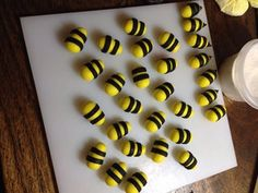 Bumble Bee Cupcake Toppers : 3 Steps (with Pictures) - Instructables Bumble Bee Cupcakes, Cake Decorating Designs, Foundant, Edible Glue, Piping Tips, Gel Color, Jelly Beans, Cupcake Toppers, Cake Pops