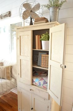 These fives ways to remove the musty smell from old furniture will show you how to easily and quickly eliminate odors from vintage furniture. #homefurniture
