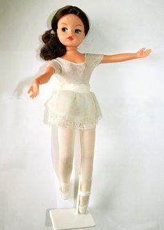Active Ballerina Sindy pop, was iets goedkoper dan de barbie Ballerina Barbie, Hair Flow, White Tights, Sindy Doll, Childhood Memories, Childhood Toys, Shoulder Length Hair, Doll Hair, Fairy Dolls