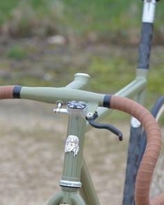 Homme Femme Nouveau Vélo Poignées Poignées rétro en caoutchouc blanc accessoire de vélo en cuir