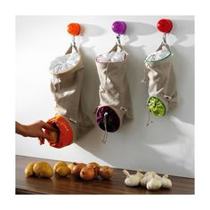 sacs-de-conservation Mastrad Sac à pomme de terre, intérieur orange, 40 x 23 cm Sac à oignons, intérieur aubergine, 33 x 20 cm Sac à ails, échalotes, intérieur vert, 28 x 17 cm