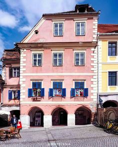 The iconic pink house in Sibiu 💖. Sibiu Romania, Earth City, Pink Houses, Beautiful Images, Wonders Of The World, Places To See, Facade, Transylvania Romania, Around The Worlds