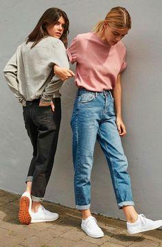 Mom jeans: 2017 foi o ano das mom jeans! A peça com toque vintage e cintura alta invadiu o outfit das fashionistas e deu um toque cool aos looks basiquinhos.