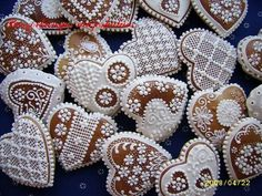 Puha mézeskalács Christmas Hearts, Xmas, Cake Cookies, Sugar Cookies, Brick Stitch, Royal Icing, Cookie Decorating, Gingerbread, Nom Nom