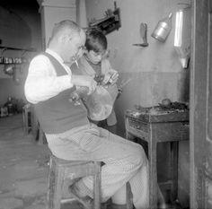 Série Profissões. Évora, década de 40. Portugal, Couple Photos, Couples, Olives, Pastor, Tiles, Couple Shots, Couple Photography, Couple