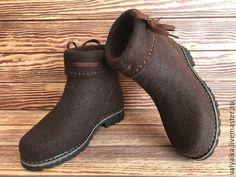 Сапожки валяные – купить или заказать в интернет-магазине на Ярмарке Мастеров | Сапожки валяные ручной работы.<br /> Сапожки… Shoe Boots, Ankle Boots, Felt Boots, Wool Shoes, Funky Shoes, Felted Slippers, How To Make Shoes, Leather Working, Wool Felt