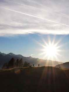 Traumhafte Sonnenaufgangswanderung in Goldegg am See im Salzburgerland. Celestial, Sunset, Outdoor, Mountain Climbing, Walking Routes, Summer Vacations, Family Activity Holidays, Mountains, Explore