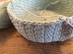 New crochet basket tutorial diy 66 ideas Diy Crochet And Knitting, Crochet Home, Crochet Gifts, Crochet Stitches, Crochet Baby, Crochet Lace Edging, Granny Square Crochet Pattern, Crochet Furniture, Crochet Basket Tutorial