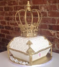 Crown and pillow cake #bcakeny