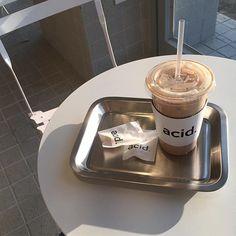 acid. 햇빛이 따뜻하다 못해 뜨거움 애시드라떼는 맛있다 . #애시드 #acid #광주카페