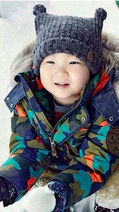 He looks like: What? Korean Babies, Asian Babies, Cute Kids, Cute Babies, Baby Kids, Triplet Babies, Superman Kids, Korean Tv Shows, Song Triplets