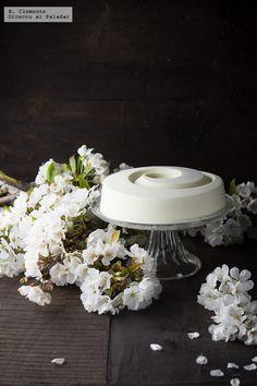 Te explicamos, paso a paso de manera sencilla, cómo hacer tarta de chocolate blanco. Ingredientes, tiempo de preparación