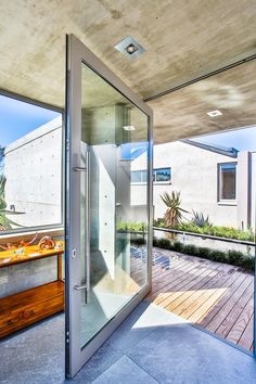 The design incorporate water as a natural element softening the entrance and through experience man calms before entering the house. Pond Design, Concrete Structure, Dynamic Design, Entrance Design, Open Plan Living, Ponds, Water Features, Contemporary, Modern