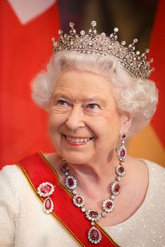 24 June Queen Elizabeth II looks as regal as she did for her coronation as she attended a banquet in Berlin during her four-day State Visit to Germany in a diamond tiara and ruby and diamond brooch and necklace. Royal Tiaras, Tiaras And Crowns, Kate Middleton, Queen Elizabeth Jewels, Royal Hairstyles, Queen 90th Birthday, Royal Queen, Isabel Ii, Her Majesty The Queen