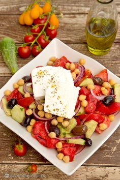 salata-greceasca-cu-naut Greek Recipes, Light Recipes, Cobb Salad, Good Food, Tasty, Favorite Recipes, Vegetables, Cooking, Lunches