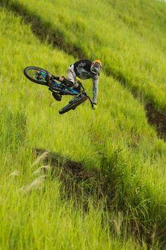 Santa Cruz MTB - Hoping through mountain fields Please follow us @ http://www.pinterest.com/wocycling/
