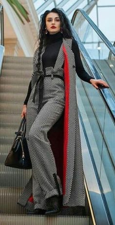 Gli Arcani Supremi (Vox clamantis in deserto - Gothian): The New Teen's and Young Women's Fashion for 2019 Iranian Women Fashion, Muslim Fashion, Modest Fashion, Hijab Fashion, Fashion Dresses, Suit Fashion, Look Fashion, Womens Fashion, Fashion Design