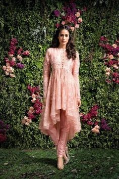 Browse from of bridal wear photos & ideas from the WedMeGood gallery and plan your wedding like a pro. Mehendi Outfits, Pakistani Wedding Outfits, Pakistani Fashion Casual, Indian Fashion Dresses, Pakistani Dress Design, Pakistani Dresses, Indian Outfits, Fashion Outfits, Robe Anarkali