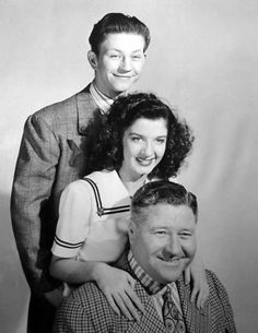 Donald O'Connor, Peggy Ryan, and Jack Oakie- The Merry Monahans Hollywood Men, Golden Age Of Hollywood, Classic Hollywood, Musical Theatre, Movie Theater, Movie Tv, Actor Secundario, Donald O'connor, Debbie Reynolds