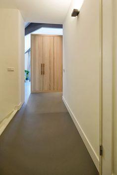 mooie vloeren in stadsvilla te Breda Garage Doors, Mirror, Outdoor Decor, Projects, Furniture, House Ideas, Home Decor, Log Projects, Blue Prints