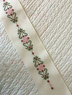 Csodálatos ötletek a levendulaszezonra Cross Stitch Bookmarks, Cute Cross Stitch, Cross Stitch Borders, Cross Stitch Designs, Cross Stitching, Cross Stitch Patterns, Silk Ribbon Embroidery, Crewel Embroidery, Hand Embroidery Designs