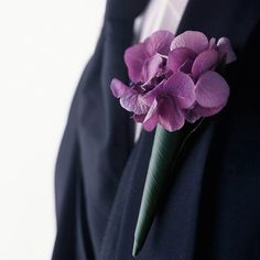 Two hydrangea blooms wrapped with a leaf and secured with a pin make a stunningly simple boutonniere. Handmade Wedding, Diy Wedding, Dream Wedding, Wedding Day, Wedding Dreams, Wedding Rings, Elegant Centerpieces, Flower Centerpieces, Wedding Bunting