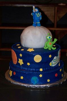 Space cake with moon