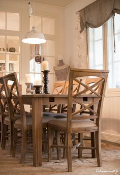 Esittelyssä: Lämminhenkinen Vihervaara, Kannustalo Dining Room Chairs, Dining Table, Home And Living, Kitchen Dining, Sweet Home, Chow Chow, Furniture, Homes, Home Decor