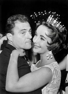 Elizabeth Taylor et Mike Todd Mike Todd, Elizabeth Taylor, Hollywood Photo, Classic Hollywood, Tragic Love, Cancer And Pisces, Celebrity Magazines, Intelligent Women, Violet Eyes