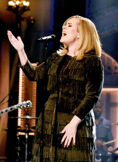 Adele performing on 'SNL' (2015)