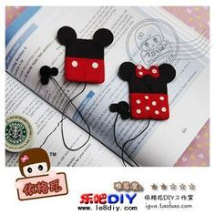 mickey & minnie felt bookmarks - They look like iPod nano covers - cute! - fabric bookmarks - M can make for grade store Felt Diy, Felt Crafts, Fabric Crafts, Sewing Crafts, Sewing Projects, Craft Projects, Cute Bookmarks, Paperclip Bookmarks, Felt Bookmark